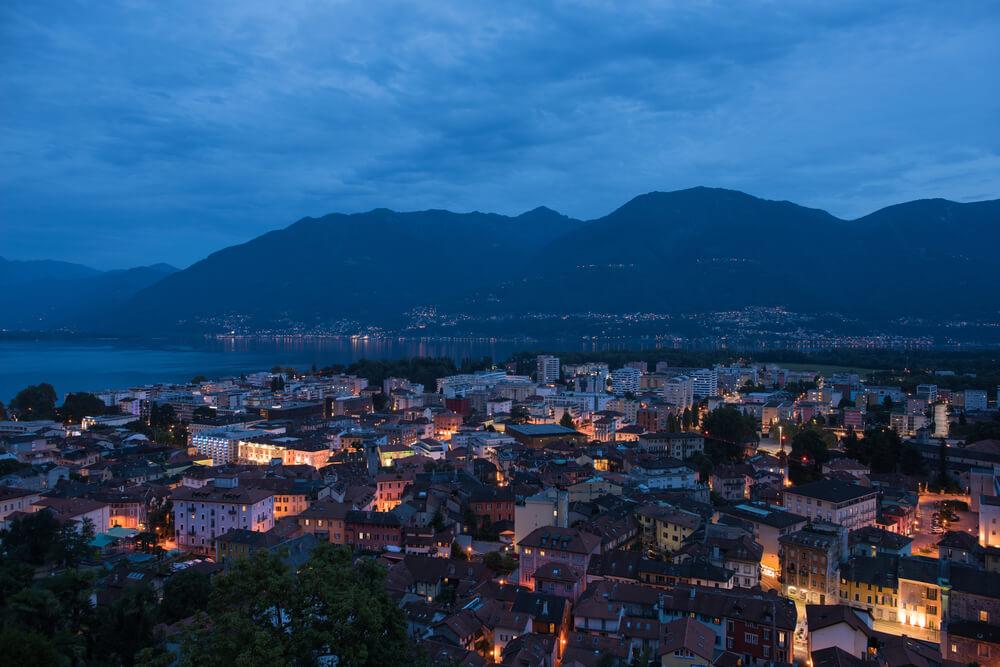 Locarno bei Nacht (Bild: Mber - shutterstock.com)