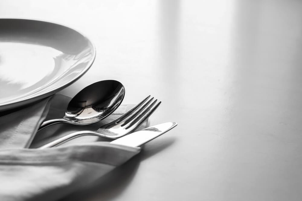 Lecker essen im Tessin (Bild: mirtmirt – shutterstock.com)