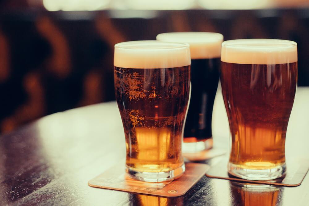 Bier in Locarno geniessen (Symbolbild: Natalya Okorokova - shutterstock.com)
