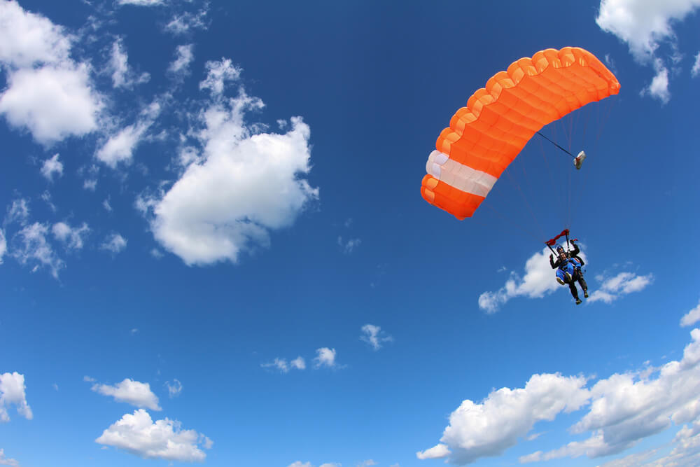 Den Parachute World Cup Final Yellow Target im Tessin entdecken (Symbolbild: Sky Antonio – shutterstock.com)