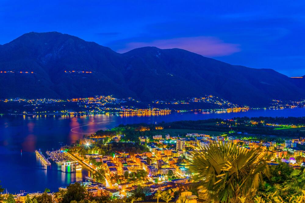 Locarno bei Nacht erleben (Bild: trabantos - shutterstock.com)