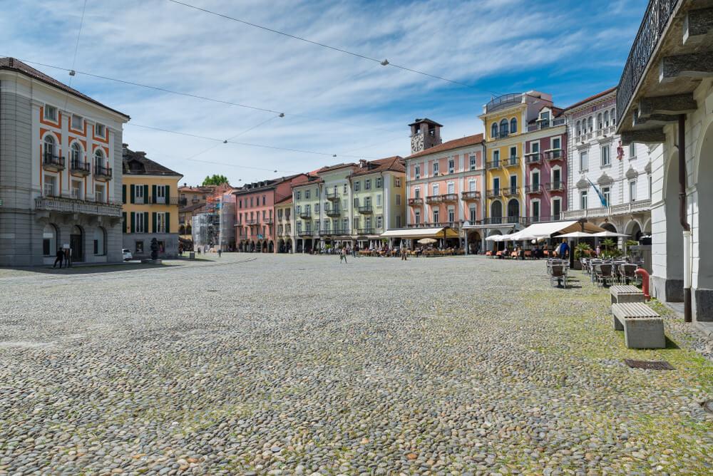 In Locarno heisst das Internationales Festival des Figurentheaters Klein und Gross willkommen. (Bild: AleMasche72 - shutterstock.com)