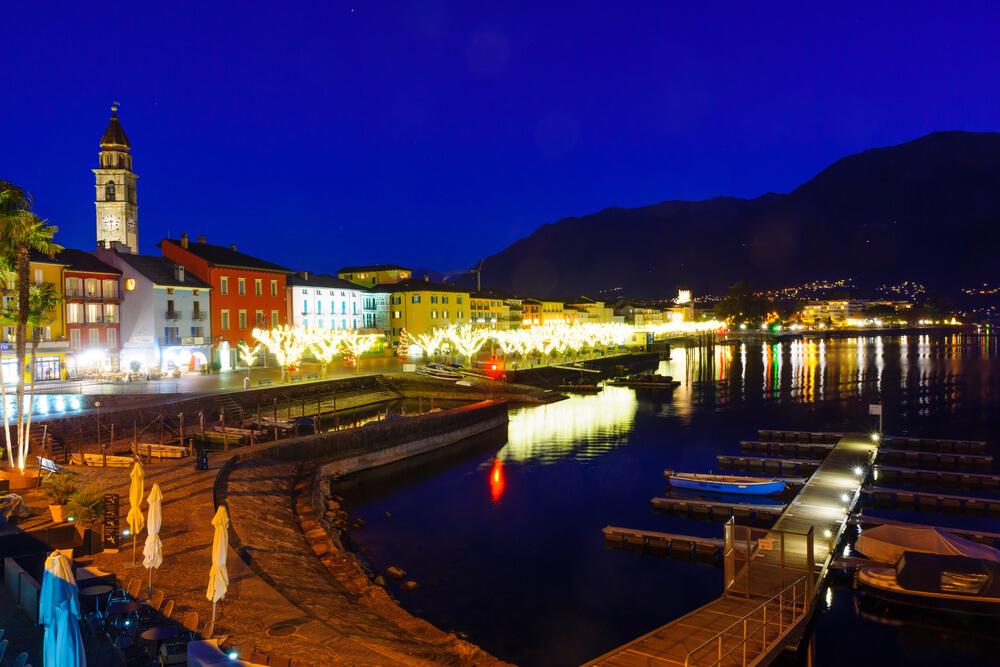 Weihnachtliche Atmosphäre am Lago Maggiore geniessen (Bild: RnDmS - shutterstock.com)