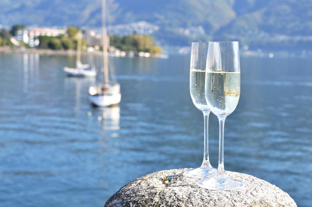 Romantischer Wochenendtrip zum Lago Maggiore (Bild: Capricorn Studio - shutterstock.com)