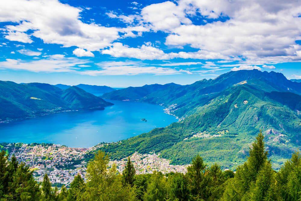 Blick auf Locarno am Lago Maggiore (Bild: trabantos - shutterstock.com)