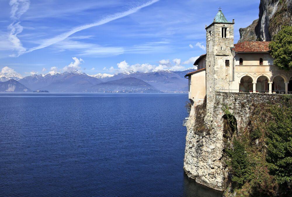 Santa Caterina del Sasso (Bild: Fulcanelli - shutterstock.com)