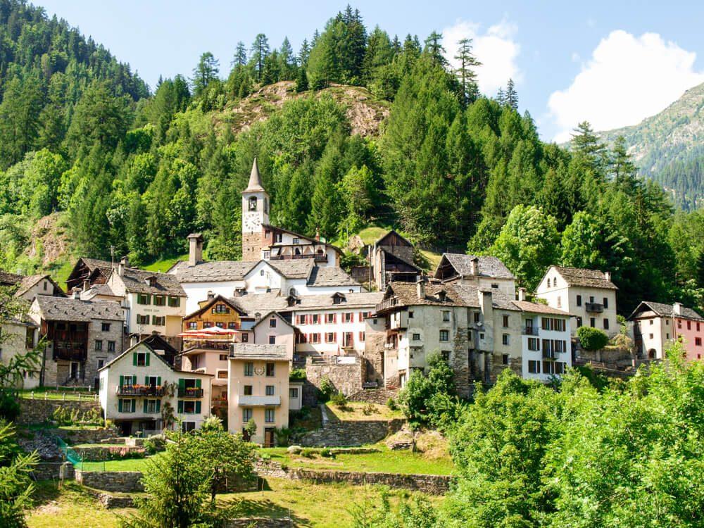 Typisches Tessiner Dorf im Vallemaggia (Bild: Mor65_Mauro Piccardi - shutterstock.com)
