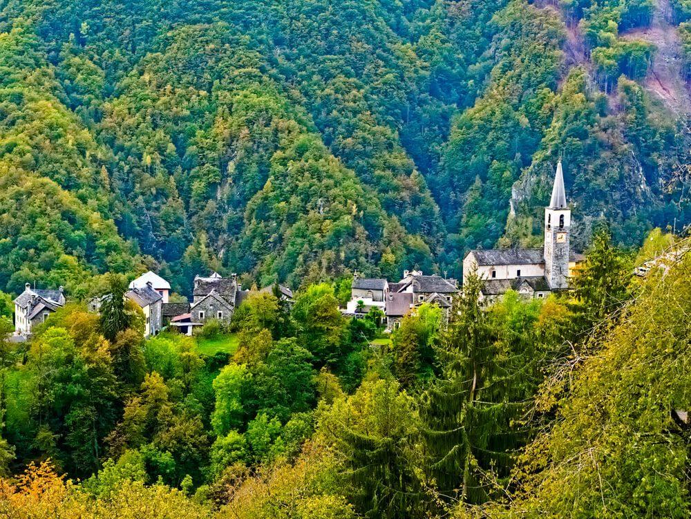 Das Tessin lädt zu wunderbaren Herbst-Wanderungen ein. (Bild: Maurice Lesca - shutterstock.com)